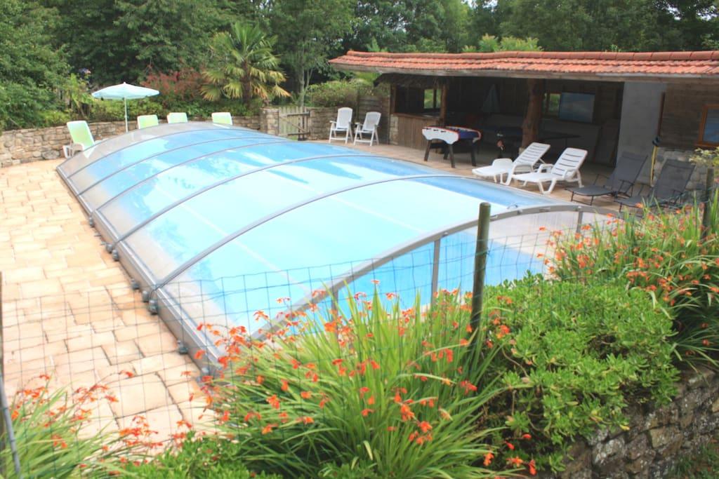 G te de caract re piscine couverte proche plages for Gite bretagne piscine couverte