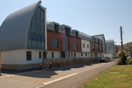 2 Bed Modern ground floor Apartment, West Bay,