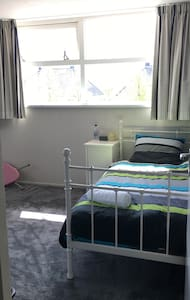 Spacious private room - stay 4less - Nieuw-Vennep - Haus