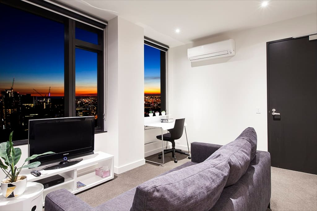 Livingroom: Enjoy the undisturbed view of Melbourne straight from the sofa  Tv, workspace, private balcony