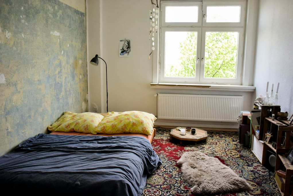 mit wenigen Handgriffen wird aus der Couch wird dein gemütliches Bett mit Futonmatratze