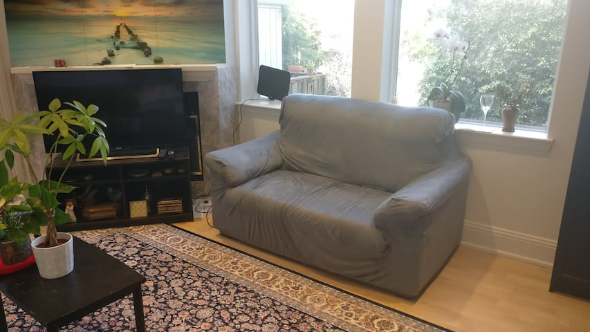 Bright Living Room in the Heart of SF- Best Access