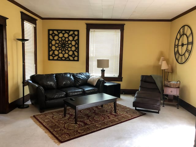 Enjoy visiting with friends and family in a wide open living area with lots of sunshine!