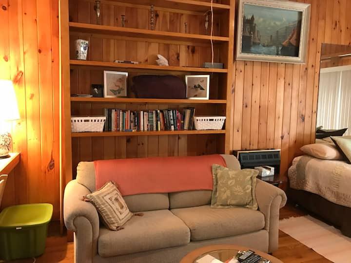 Lafayette Lounge: private studio with steam room