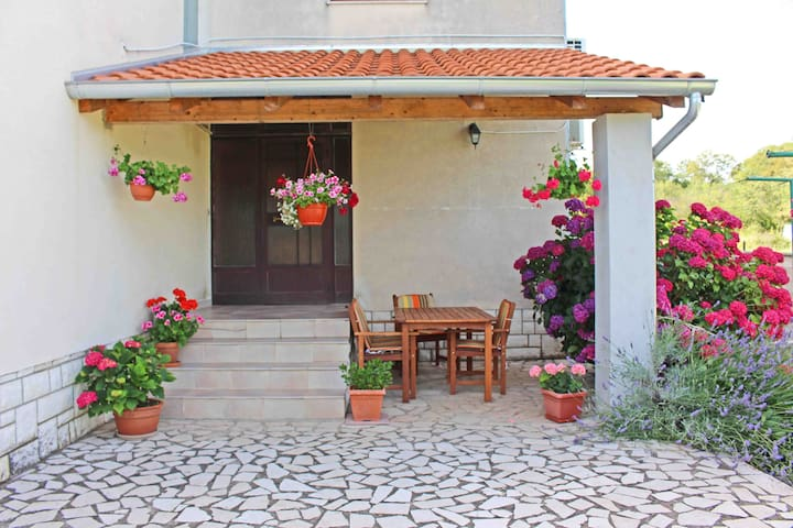 Lovely apartment Mirjana in Glavani