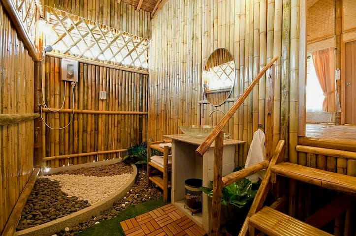 Bamboo heaven home Pool Spa