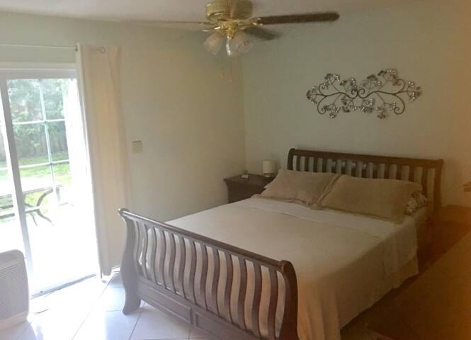Master bedroom in North Lauderdale - North Lauderdale
