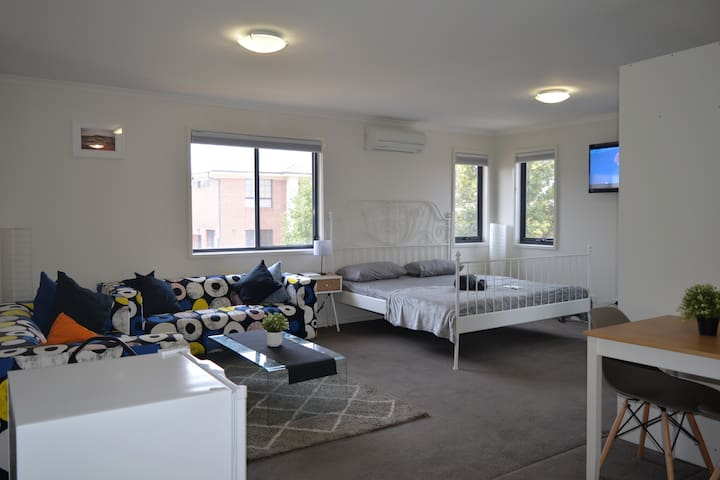 Private and spacious studio apartment in Forde