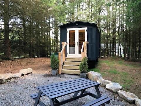 Oak Lodge Shepherd's Hut. Scotland Forest Retreat