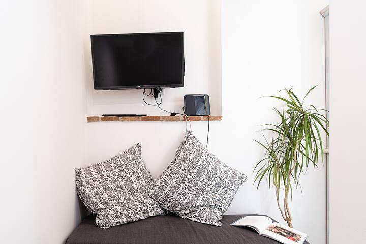 SMART TV connessa ad internet e con canali satellitari - internet Fibra  INTERNET FIBER