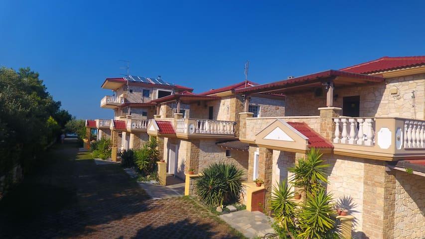 Villa Argo 3 - Beachfront, Big gardens, Location!