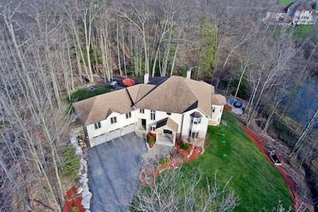 Luxury Castle Like Oasis With Private Spa - East Gwillimbury