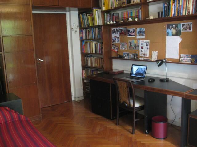 Dormitorio en Belgrano baño priv.