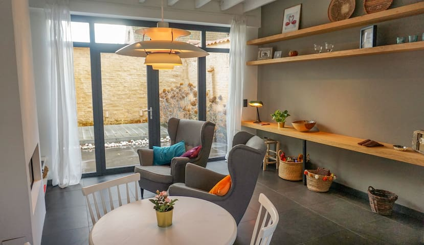 cosy house/ sunny patio/ old center