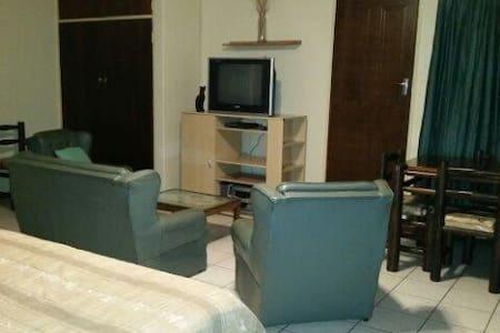 Comfortable, Cosy & very hospitable. - Alberton - Haus