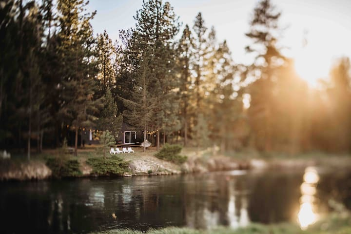 Deschutes River House • Riverfront, warm and cozy