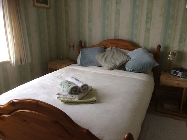 Quiet double room  Blackpool  FY6 - unlimited wifi