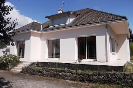 Chambre meublée de 12 m2 - Arthon-en-Retz - บ้าน