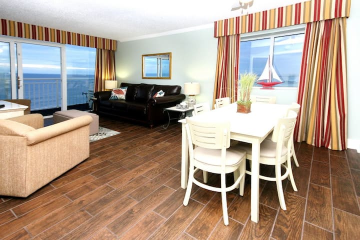 Direct Oceanfront-3 bd 2 ba* sleeps 10* Amazing Views* Family Resort* Pools* Lazy River*Free Wifi!