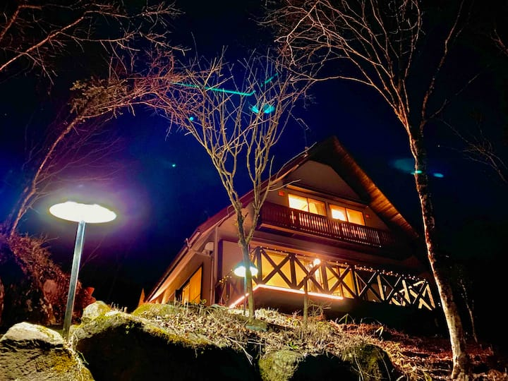 森にある大きな静かな別荘。テラス、BBQが可能、富士山、パーティー 家族の集まり  完全な貸し切り。