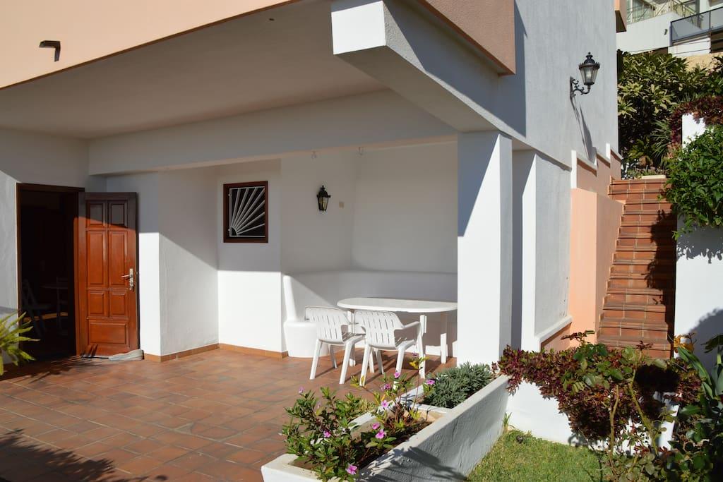 Access to apartment through garden.