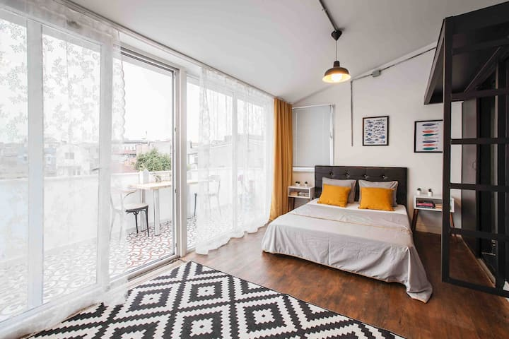 City View Studio Flat in Taksim