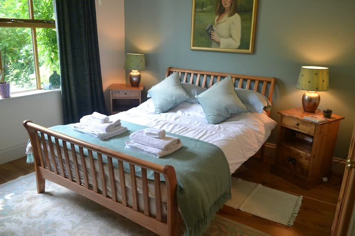 Lovely rooms ensuite/private bath in Durham home