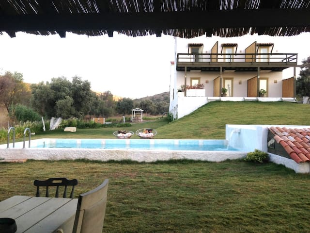Private Rooms in Secluded Complex w/ Swimming Pool - Çeşme - Rumah bandar