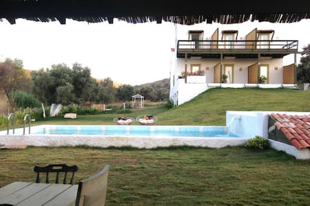 Private Rooms in Secluded Complex w/ Swimming Pool - Çeşme - Byhus