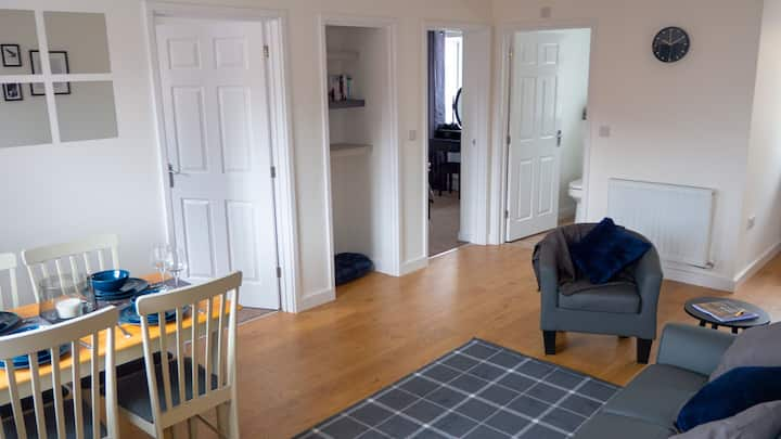 Low Cost, Pet Friendly 4 Bed + Parking (01)
