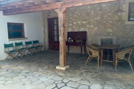 Hermosa casa de pueblo - Biniamar