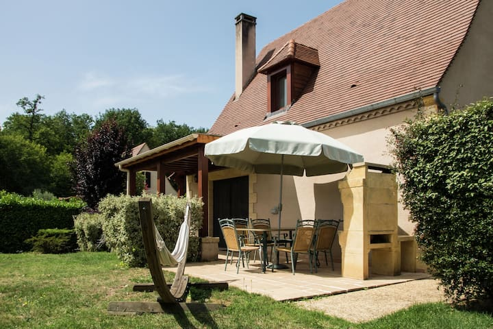 Holiday Home in Castelnaud-la-Chapelle with Swimming Pool