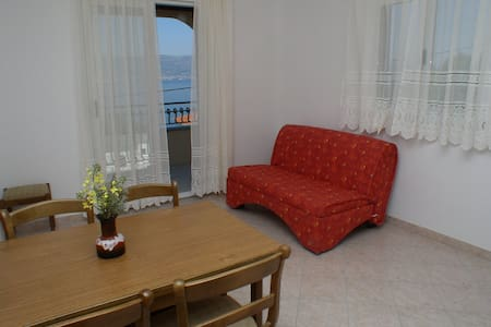 Ljilja house (sea view apartments) - Ap nr. 4 - Slatine - Huoneisto