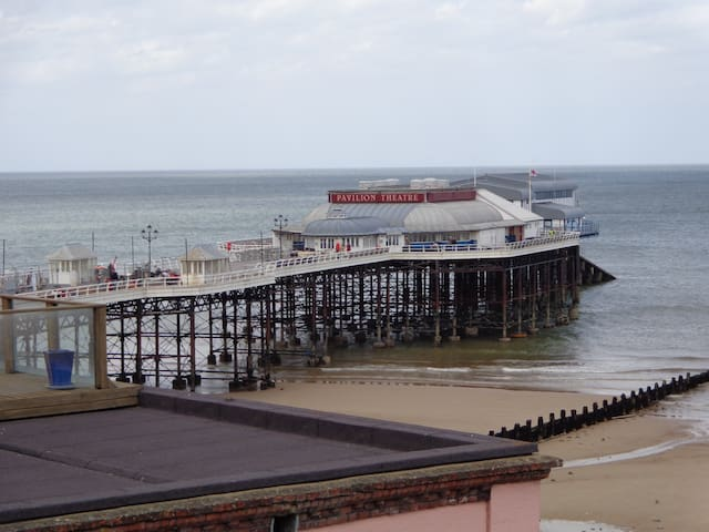Cromer luxury apartment with sea and church views