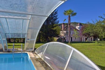 La Bourgnette 3* avec piscine, 200m de la rivière - Souillac