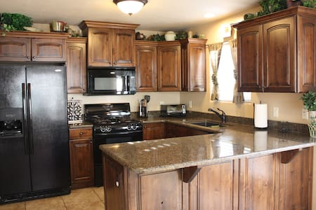 Cedar City Getaway-2 bedrooms 2.5 bathrooms - Cedar City