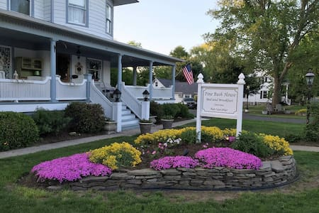 The Cabernet at Pine Bush House - Pine Bush - Bed & Breakfast