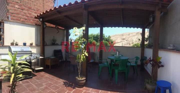 Casa frente a la Huaca Pucllana