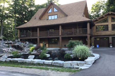 Beautiful log cabin home with gym & hot tub