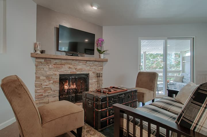 Tahoe Condo: Two Kings and a Jacuzzi - Clean & New