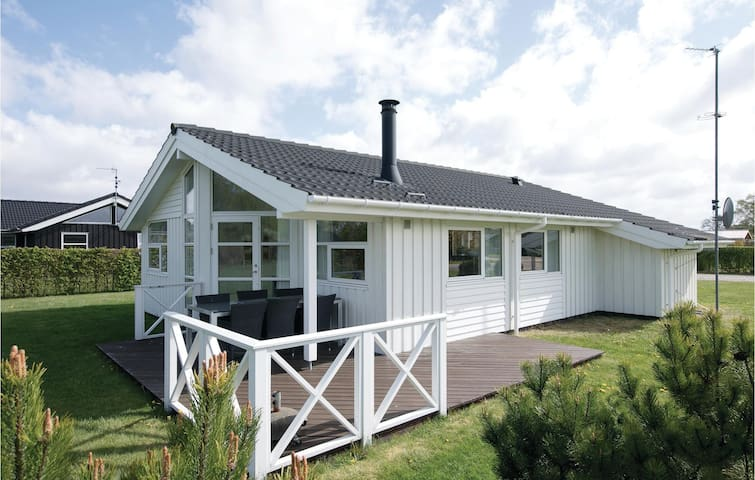 Holiday cottage with 3 bedrooms on 91m² in Hadsund