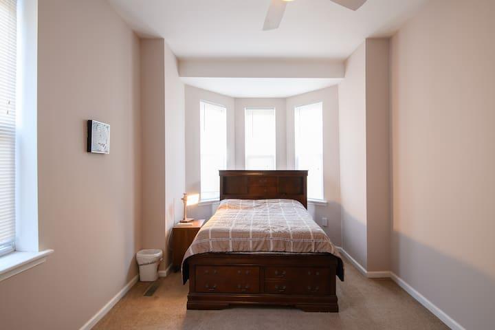 Bedroom 2  (Full bed) - second floor