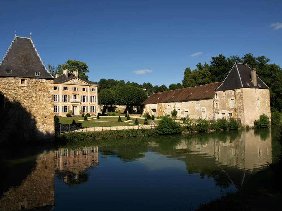 Castle ideally located to stay in normandy castles for for Castles to stay in france