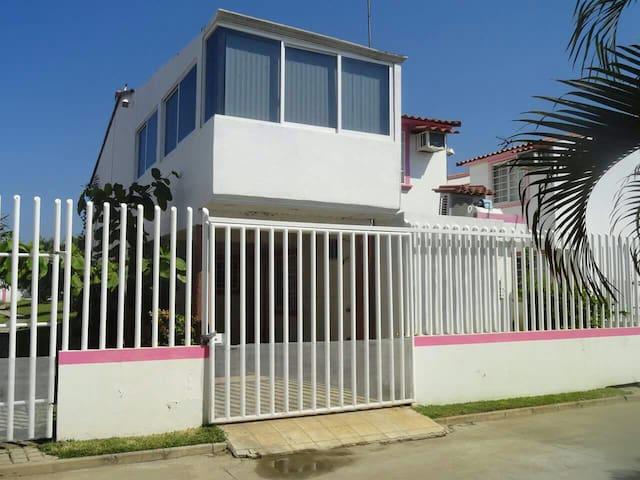 Casa en fraccionamiento con alberca - Acapulco - Casa