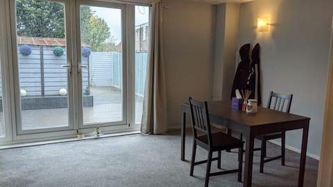 敷地内無料駐車場付き快適な3ベッドルーム住宅