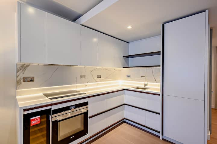 Upscale New 2 bedroom in Central London
