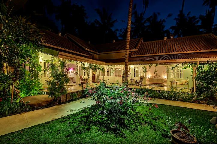 PROMO - 4 bedroom Villa in Candidasa Beach - South Kuta