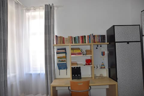 K @ Unirii Str. - Single room with working desk