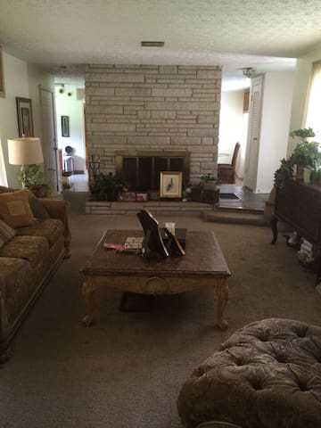 Comfortable brick home with parking. - Columbus - Hus