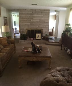 Comfortable brick home with parking. - Columbus - Talo